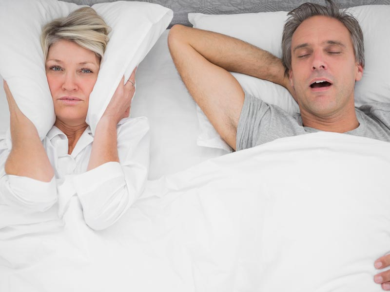 Homens roncam mais que mulheres