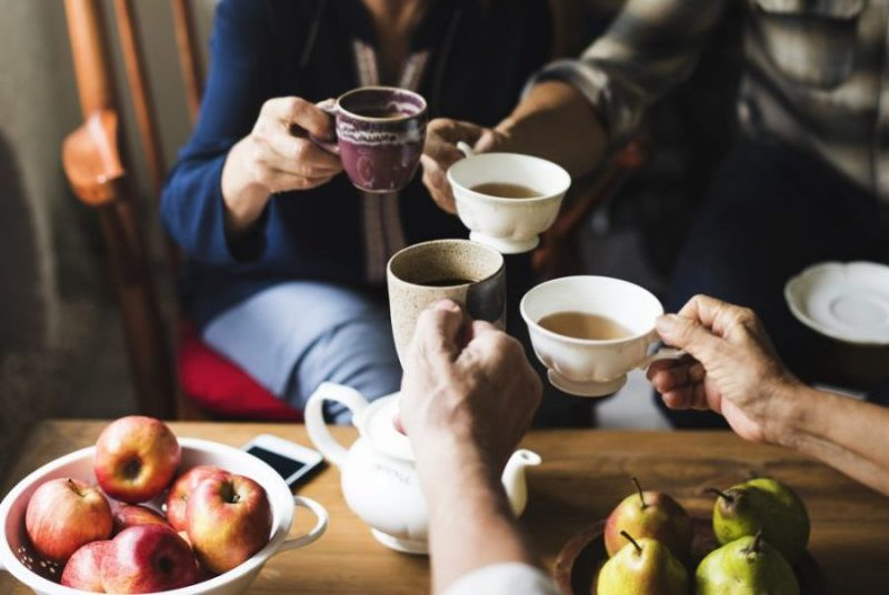 amigas tomando chá
