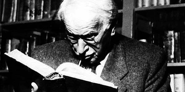 Carl Gustav Jung lendo